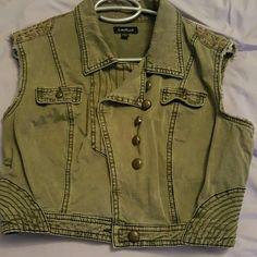 Summer jacket No sleeve jacket great with a little summer dress! Worn twice bebe Jackets & Coats Vests