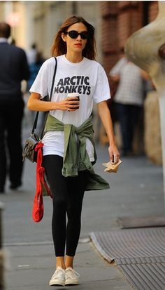 The 30-year-old strolls through London wearing an Arctic Monkeys (ex)