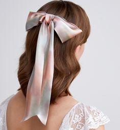 Hair Ribbons, Gold Ribbons, Hair Bows, Great Hairstyles, Hairstyles For School, Fabric Bows, Ribbon Bows, Ribbon Hairstyle, Swept Back Hair