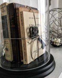 Tesori custoditi sotto vetro #vintage #vintagelove #vintagestyle #vintagelaceandroses #loves_vintage #old #book #oldbooks #igers #ig_italy #igaddict #ig_captures #home #homedecor #homedesign #homesweethome #mypassion #mylife #maisondumonde #december #christmas #gift by monicaposani