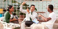 Pioneiros especiais dirigindo estudo em língua de sinais na cidade de Benguela, Angola