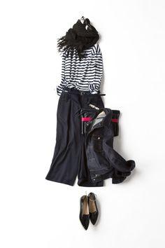シンプルなボーダーのカットソーに今年トレンドのガウチョパンツを合わせた大人のリラックススタイル。カジュアルで女っぽい着こなしに。