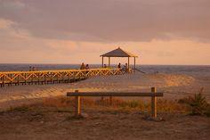 Playa de los Bateles. Conil de la Frontera  Es la playa más emblemática del municipio y se caracteriza por su amplio Paseo Marítimo.