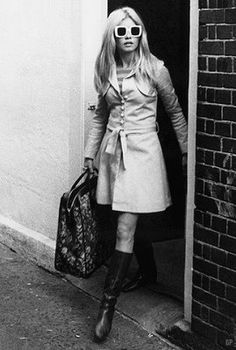 Patti Boyd/buttoned dress and tall boots