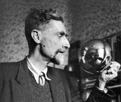 MC Escher, Self-portrait with a convex mirror, 1970 Escher Kunst, Mc Escher Art, Escher Drawings, Dutch Artists, Famous Artists, Gemini Celebrities, Famous Self Portraits, Creative Portraits, Op Art