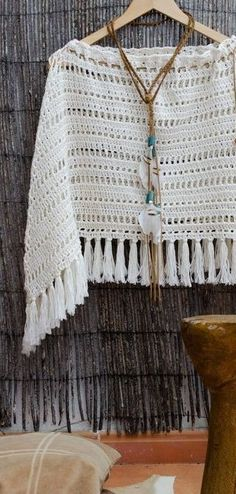 Poncho Tejido A Mano Crochet Varios Modelos Hilo O Lana - $ 1.150,00 Crochet Halter Tops, Knitted Poncho, Crochet Cardigan, Crochet Shawl, Knit Crochet, Crochet Designs, Crochet Patterns, Hippie Crochet, Loom Knitting Projects