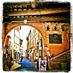 Hanging at the Piazza Del Popolo in Ravenna with @Emma Gray @Norbert Figueroa - Instagram by @Erin De Santiago