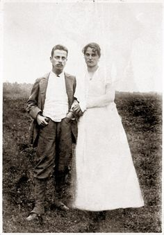 RT inthemoodfortw: Rainer Maria Rilke and Clara Rilke-Westhoff, 1901 Rainer Maria Rilke, Paula Modersohn Becker, Julia Margaret Cameron, Hermann Hesse, Writers And Poets, People Of Interest, Old Pictures, Famous People, Wikimedia Commons