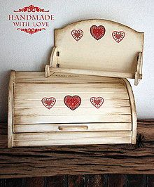 Nádoby - Vidiecky chlebník Srdcia - 6283474_ Bread Boxes, Decoupage Art, Craft Show Ideas, Country Decor, Cool Words, Toy Chest, Stencils, Decorative Boxes, Shabby Chic