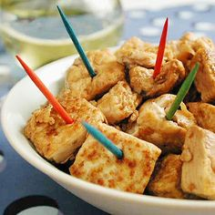 For picky eaters, consider drizzling honey on tofu after cooking. It doesn't significantly increase the calories, and gets your kids to eat healthy protein. Tofu is also a good source of fiber and iron. Healthy Meals For Kids, Kids Meals, Healthy Snacks, Healthy Eating, Healthy Junk, Snacks List, Healthy Cooking, Clean Eating, Tofu Recipes