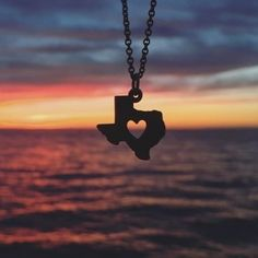 Shop for Texas themed jewlery at James Avery. Discover beautifully crafted longhorn state necklaces, rings, charms and more. James Avery, Lago Erie, Texas Photography, Photography Ideas, Texas Jewelry, Texas Sunset, Visit Texas, Texas Forever, Loving Texas