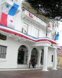 """El Presidente de la República reside en el  """"Palacio de las garzas"""", ubicado en una de las calles del barrio."""