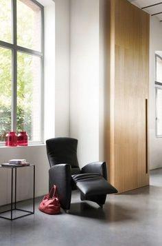 De Vinci van #Jori is een #relaxfauteuil die elegant ontwerp combineert met goed comfort. Deze Jori #fauteuil kan gemakkelijk versteld worden van zittende naar liggende houding. Ook kan alleen de #poef omhoog worden gebracht. U heeft keuze uit drie verschillende pootcombinaties. #GilsingWonen #design #wooninspiratie