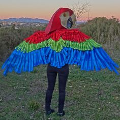 Parrot Mask and Wings: Materials:Industrial felt for wing base: 4 fabric for wings (I used a black silky polyester): 4 sparkly sheet foam: 3 pieces sparkly sheet foam: 3 pieces Red sparkly sheet foam: 3 piecesThick inch) industrial . Parrot Wings, Feather Stitch, Blue Feather, Neck Piece, Top Pattern, Halloween Costumes, Halloween Stuff, Halloween Ideas, Color Patterns