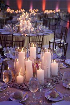 Una boda es uno de los acontecimientos más felices de nuestra vida. En la decoración de bodas, hay muchos elementos que juegan un papel importante, por no decir imprescindible. Uno de estos grandes protagonistas son los centros de mesa para bodas. En este artículo encontrarás una selección de los mejores centros de mesa para bodas …