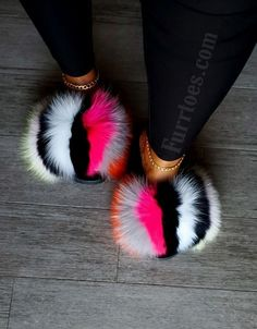 Ugg Slippers, Womens Slippers, Fashion Sandals, Sneakers Fashion, Mode Adidas, Fluffy Shoes, Cute Slides, Accesorios Casual, Hype Shoes