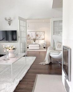 Upeat pariovet kruunaavat olohuoneen modernin tyylin.