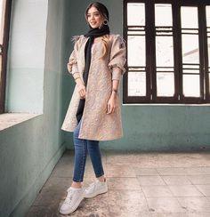 Modern Hijab Fashion, Street Hijab Fashion, Workwear Fashion, Abaya Fashion, Fashion Sewing, Fashion Dresses, Mode Turban, Abaya Mode, Mode Kimono