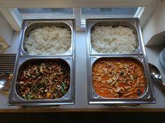 Hühnerfleisch mit Cashewkernen & Rindfleisch in rotem Curry, dazu Reis Catering, Curry, Palak Paneer, Chicken, Meat, Ethnic Recipes, Food, Vietnamese Cuisine, Beef