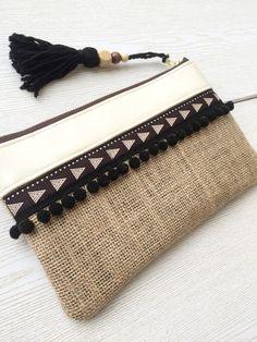 Boho clutch, Burlap clutch, Bridesmaid gift, Wholesale by HandmadebyHerEstonia Diy Bags Easy, Simple Bags, Handmade Handbags, Handmade Bags, Leather Bag Pattern, Fabric Gift Bags, Pouch Pattern, Jute Bags, Boho Bags