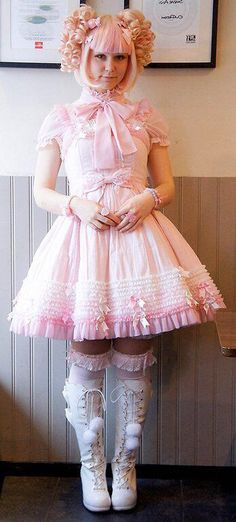 Pink Lolita what  a very pretty outfit I'd love to wear this so very much