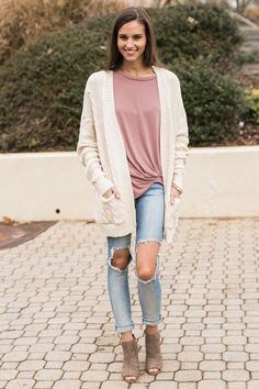 Outfits We have gathered our favourite concepts for 25 Greatest Concepts About Cream Cardigan On Pin Cream Cardigan Outfit, Yellow Cardigan Outfits, Cute Outfits With Leggings, Dress With Cardigan, White Oversized Sweater, Winter Skirt Outfit, Cute Cardigans, Trends, Shirts