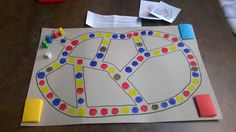Doorheen het lichaam: Met dit spel oefenen de kinderen de leerstof in over het ademhalingsstelsel en de bloedsomloop. De kinderen kunnen via dit spel de leerstof op een speelse manier inoefenen, dit is ideaal als er een toets in de nabije toekomst is. De kinderen waren erg positief over dit spel en daarvoor doen we het als leerkracht natuurlijk. Het spelbord kan je zelf nog aantrekkelijker maken, maar het kan op deze manier ook voor meerdere spellen worden gebruikt. Spelling, Teaching, School Ideas, Learning, Education, Teaching Manners