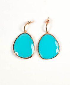 Oorbellen facet geslepen aqua kleur chalcedoon 220,00   MPM Jewelry by Pilar Montes #blauw #blue #bluejewellery #bluejewels #sieraden #oorbellen