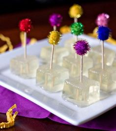 Champagne Jello Shots, I may have to try this for New Years