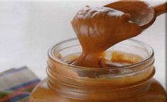 Dulce de leche is a sweet type of paste that is usually used on pancakes and cupcakes. Spice Company, Colombian Food, Colombian Recipes, Egg Carton Crafts, Preserves, Easy Meals, Easy Recipes, Bakery, Spices