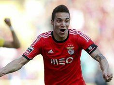 :.: Rodrigo: «Ficar aqui não seria mau» - Benfica - Jornal Record :.: