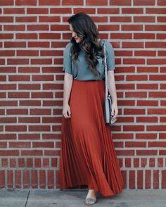 A blogger focusing on modern modesty • Tulsa • natural skin care enthusiast • blog: courtneytoliver.com • ✉️courtneytoliver14@gmail.com