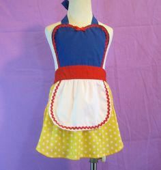 Items similar to kids apron Snow White inspired Princess girls full apron birthday kids gift on Etsy Diy Summer Clothes, Diy Clothes, Birthday Gifts For Boys, Birthday Kids, Birthday Parties, Disney Aprons, Diy Crafts For School, Girls Room Organization, White Apron