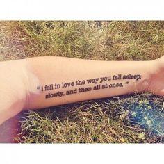 L'amore sulla pelle: i tatuaggi sono citazioni letterarie ...ho scritto t'amo sulla pelle...