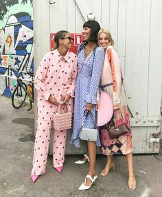 The best street style from Paris Fashion Week spring We captured street-style stars in the season's biggest trends. Mode Outfits, Fashion Outfits, Womens Fashion, Fashion Tips, Fashion Trends, Milan Fashion, Street Fashion, Fashion Websites, Fashion Stores