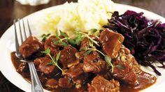 Rezept: Wildschwein-Bier-Ragout mit Kartoffelpüree und Blaukraut