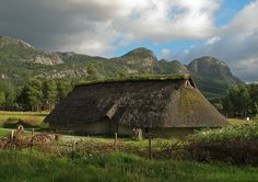 Viking houses perfectly integtated themselves into the surrounding environment, and were made from natural materials like 'wattle and daub' (branches and clay), or turf (peat) sods. Something modern people have fotgotten! Now architecture violates nature, Vikings Live, Norse Vikings, Medieval, Viking Hall, Wattle And Daub, Norwegian Vikings, Viking House, Viking Village, Viking Culture