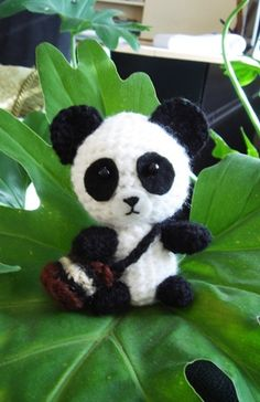 Glenny the Giant Panda Amigurumi ~ Free Pattern (Glenny is a 3.5 inch tall) - Made in thread this would be such a cute dangler/charm/keychain ornament