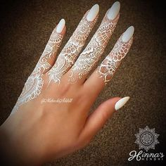 Unique and trendy White Henna Designs images are found on this article. White henna design give a fashionable look. Henna Tattoos, Henna Tattoo Muster, White Henna Tattoo, Henna Tattoo Kit, Henna Body Art, Lace Tattoo, Paisley Tattoos, Art Tattoos, Mandala Tattoo