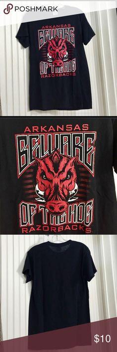 Arkansas Razorbacks Gildan Tee Shirt Show your team spirit in this Gildan 100% Cotton Arkansas Razorbacks Tee Shirt. Good used condition from smoke-free home. Gildan Shirts Tees - Short Sleeve