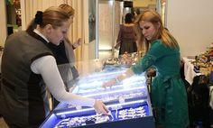 В Музейно-выставочном комплексе имени Ивана Шемановского с 3 по 7 марта пройдет межрегиональная выставка-ярмарка «Мир женщины». По традиции её организуют в преддверии Международного женского дня.   В этом году посетители смогут приобрести одежду, украшения, косметику и посуду. Для них проведут мастер-классы, конкурсы, викторины и сюрприз от одного из участников ярмарки - йога. Как рассказала куратор проекта, специалист экспозиционно-выставочного отдела окружного музея Меседу Магомедова…