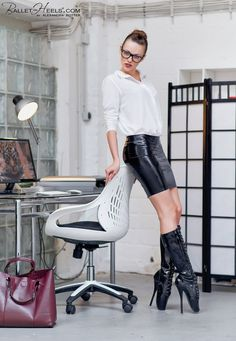 Glasses, latex skirt, stiletto boots, and a workstation to bend over… Miss Mosh, Ballet Boots, Ballet Heels, Latex Babe, Sexy Latex, Fetish Fashion, Latex Fashion, Fashion Models, Alexandra Potter