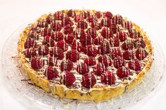 Pie with white chocolate cream filling and raspberries