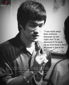 Ever wonder why Bruce Lee and the great martial artists such as, Ip Man or Myamoto Musashi were deep thinkers out spoken on doing what is right? Bruce Lee Frases, Bruce Lee Quotes, Bruce Lee Martial Arts, Mixed Martial Arts, Taekwondo, Eminem, Bob Marley, Robin Wight, Martial Arts Quotes