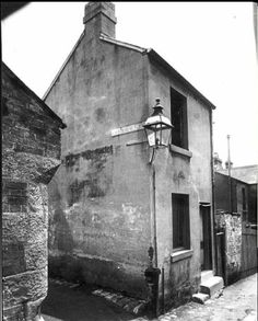 The entrance to List Lane in Surry Hills,Sydney in 1928.It was a lane parallel to Campbell St,going north.List Lane was named after a Walter List,who was a land owner in Surry Hills.The lane disappeared in the Brisbane St resumption of 1928.