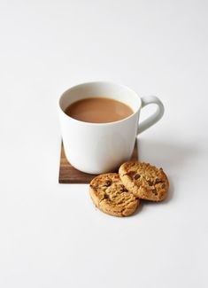 white ceramic coffee mug beside cookies Tea & Biscuits cup Hot Coffee, Coffee Mugs, Easy Coffee, Mug Drawing, Cookie Pictures, Perfect Cup Of Tea, Tea Biscuits, White Cups, Chewing Gum