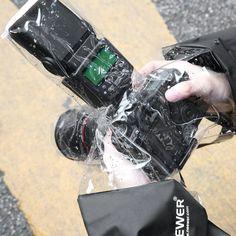 Neewer® Caméra Couverture Anti-pluie Protecteur Étanche Housse pour Appareil Photo Reflex et Caméscope Tel que Canon EOS 700D 650D 600D 550D 500D 450D 400D 350D 1100D 1000D 60D 60Da 50D 7D 5D Séries Nikon D7100 D7000 D5200 D5100 D5000 D3200 D3100 D3000 D90 D80: Amazon.fr: Photo & Caméscopes