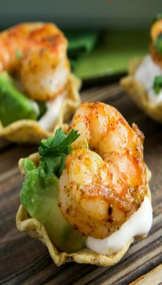 Shrimp Taco Bites Related posts: Prawn / Shrimp Taco Appetizers Chipotle Shrimp Taco with Avocado Salsa Verde Easy Low Carb Shrimp Tacos Seriously Delicious Taco Ranch Bites (Only 6 ingredients! Shrimp Appetizers, Appetizers For Party, Appetizer Recipes, Easy Fingerfood Recipes, Food Shrimp, Mexican Appetizers, Shrimp Tacos, Shrimp Avocado, Seafood Recipes