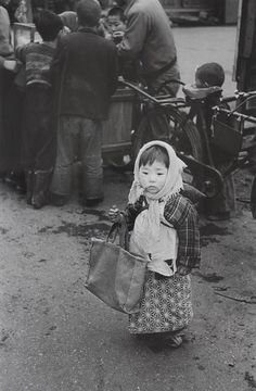 "taishou-kun: ""Tanuma Takeyoshi 田沼 武能 Preparing for shopping, Tokyo - Japan - 1955 "" Photo Japon, Japan Photo, Vintage Pictures, Old Pictures, Old Photos, Japanese History, Japanese Culture, Festival Photo, Showa Era"