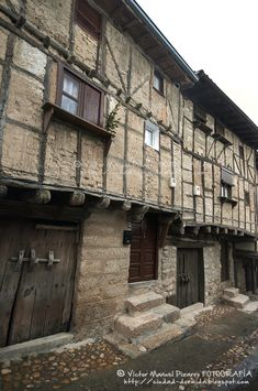 Unusual Buildings, Amazing Buildings, Beautiful Sites, Beautiful Places, Magic Places, Places In Spain, Spanish Towns, Medieval Houses, World Photography
